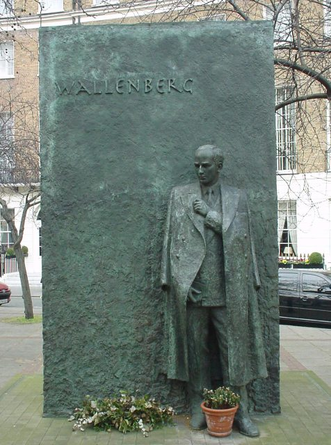 A memorial to Raoul Wallenberg in Great Cumberland Place, London. (Jebur~commonswiki, Public Domain)