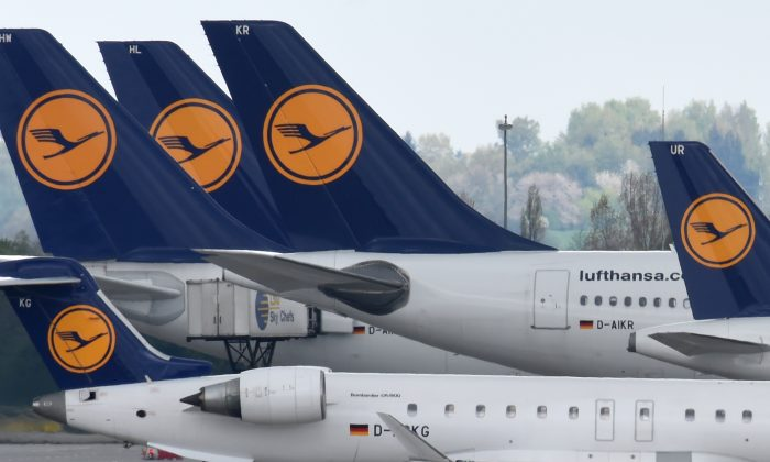 Aircrafts of German airline Lufthansa sit on the tarmac of the Franz-Josef-Strauss-Airport in Munich, southern Germany, on April 27, 2016. (CHRISTOF STACHE/AFP/Getty Images)