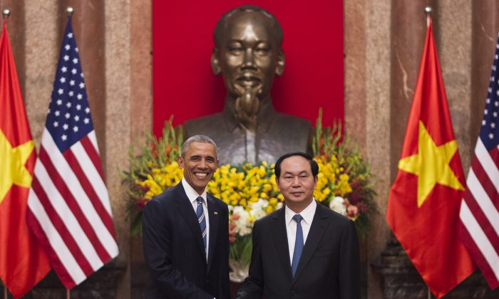 President Barack Obama (L) and Vietnamese President Tran Dai Quang at the Presidential Palace in Hanoi on May 23, 2016. (Jim Watson/AFP/Getty Images)