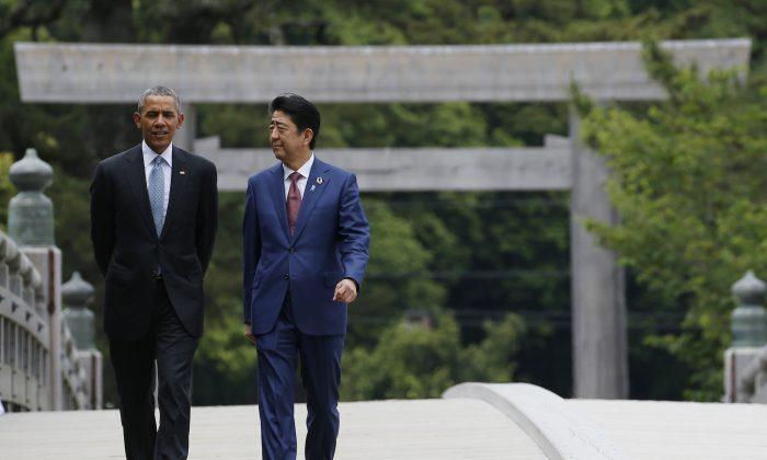 U.S. President Barack Obama, left, talks with Japanese Prime Minister Shinzo Abe, right, on the Ujibashi bridge as they visit the Ise Jingu shrine in Ise, Mie prefecture, Japan Thursday, May 26, 2016.  (Toru Hanai/Pool Photo via AP)