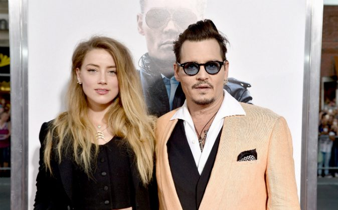 Actors Amber Heard (L) and Johnny Depp attend the 'Black Mass' Boston special screening at the Coolidge Corner Theatre in Boston, Massachusetts on Sept. 15, 2015. (Paul Marotta/Getty Images for Warner Brothers)