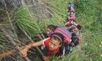 Schoolchildren in Remote Chinese Village Climb 2600-Foot Cliffs to Get to and From School