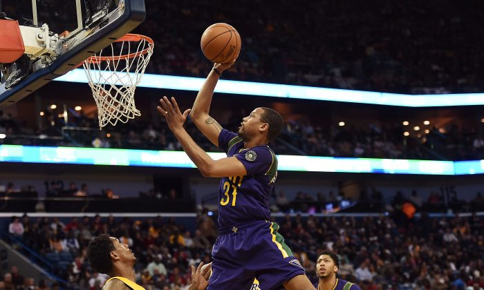 Bryce Dejean-Jones #31 of the New Orleans Pelicans drives to the basket during the first half of a game against the Los Angeles Lakers at the Smoothie King Center on February 4, 2016 in New Orleans, Louisiana. NOTE TO USER: User expressly acknowledges and agrees that, by downloading and or using this photograph, User is consenting to the terms and conditions of the Getty Images License Agreement.  (Photo by Stacy Revere/Getty Images)