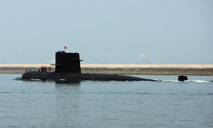 A Chinese submarine leaves Qingdao Port on April 22, 2009, in Qingdao of Shandong Province, China. The Chinese regime may send nuclear-armed submarines for patrols in the Pacific Ocean. (Guang Niu/Pool/Getty Images)
