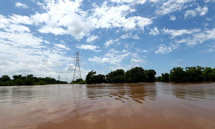 The Brazos River has exceeded its banks and is flooding nearby properties Sunday, May 29, 2016, in Rosenberg, Texas. (Jon Shapley/Houston Chronicle via AP)