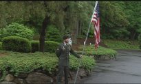 Disabled Veteran Holds Flag for 9 Hours On Memorial Day