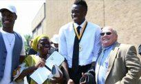 Classmates Help Raise Money to Get Student Mom to High School Graduation