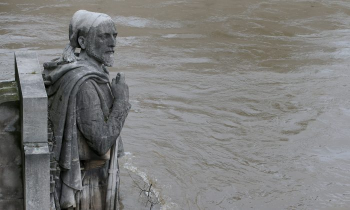 A photo taken on June 3, 2016 shows waters of the river Seine rising on the statue of the Zouave at the Alma bridge in Paris.  The rain-swollen river Seine in Paris reached its highest level in three decades, spilling its banks and prompting the Louvre museum to shut its doors and evacuate artworks in its basement. Parisians were urged to avoid the banks of the river which was expected to reach a peak of six metres (19 feet), while deadly floods continued to wreak havoc elsewhere in France and Germany.  / AFP / JOEL SAGET        (Photo credit should read JOEL SAGET/AFP/Getty Images)