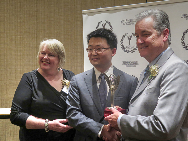 """(L–R) Susan-Wallace, awards chair, Leon-Lee, director of """"The Bleeding Edge,"""" and David Hains, president of the Catholic Academy, at the Gabriel Awards. (Joyce-Mitchell/ Epoch-Times)"""