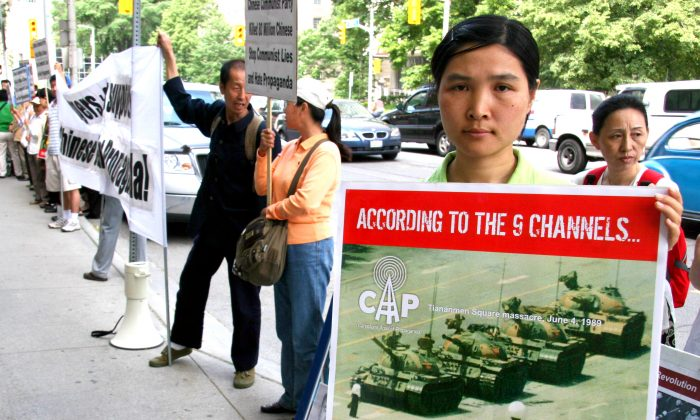 Jin Jin protests Rogers proposal to bring nine state-run Chinese television networks to Canada outside Rogers's Toronto office on June 8, 2006. Jin says she was used by China Central Television to make a hate program against Falun Gong. (Jan Jekielek/The Epoch Times)