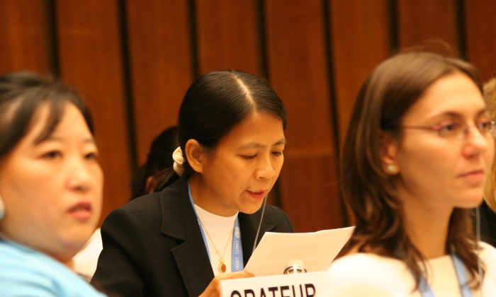 GENEVA: Ng Chye Huay, Falun Gong practitioner from Singapore, reads her prepared statement in front of the main plenary of the Second session of the United Nations Human Rights Council on September 20, 2006. She thanked UN Special Rapporteurs for their interventions on behalf of her and other practitioners, and blasted Beijing for its contined abuses of the group. (The Epoch Times)