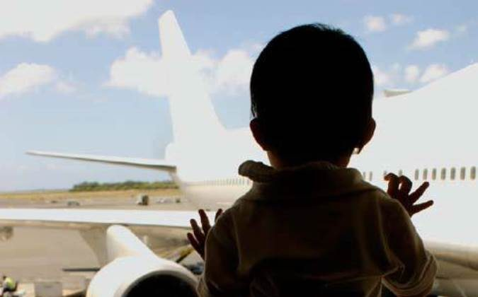 How to protect your child when traveling alone? (Public Domain)