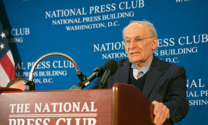 David Matas presents a new report on mass organ harvesting in China at the National Press Club in Washington, D.C. on June 22. (Lisa Fan/Epoch Times)