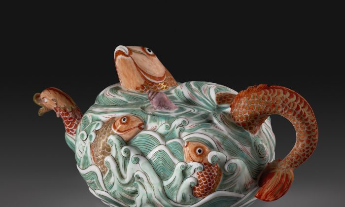 Teapot Meissen porcelain, ca.1729–31 H: 4 7/8 inches Private Collection
