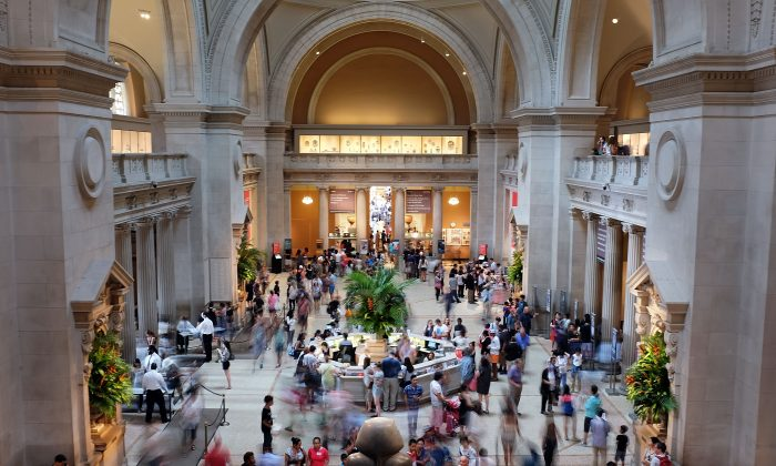 NEW YORK, NY - JULY 30: Hundreds of people walk through the Great Hall at the Metropolitan Museum of Art (the Met) on July 30, 2015 in New York City. (Spencer Platt/Getty Images)