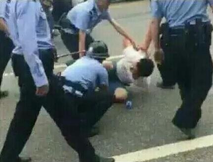 Hubei police attacking a demonstrator. (Screenshot via Youtube)