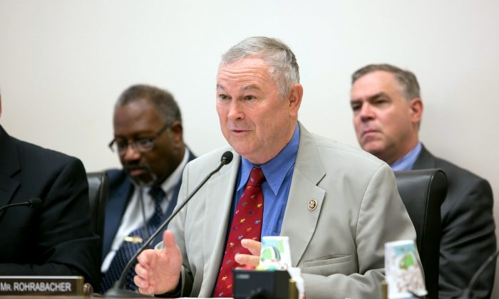 Dana Rohrabacher (Lisa Fan/Epoch Times)