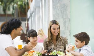 How to Eat Well on Your Next Family Vacation