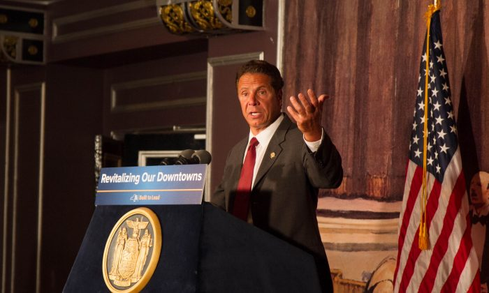 Governor Andrew Cuomo at the Paramount Theatre in Middletown on July 6, 2016. (Holly Kellum/Epoch Times)