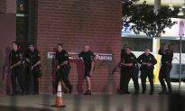 Ex-soldier Kills 5 Officers in Dallas, Setting US on Edge