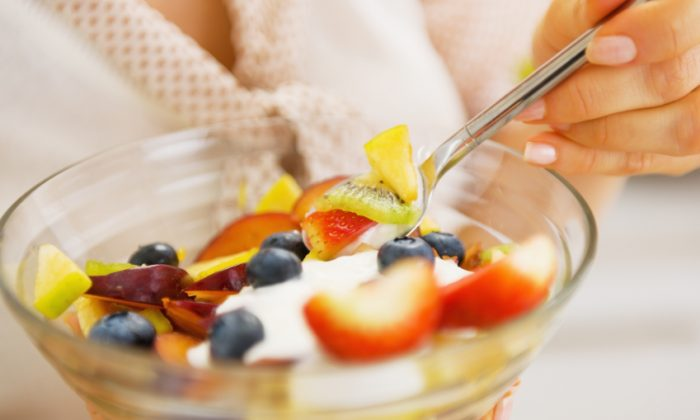 Fruit offers a real alternative to sugary snacks—once you've given your taste buds a chance to reset. (Central IT Alliance/iStock)
