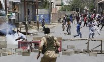Indian Troops, Kashmir Protesters Clash as Top Rebel Killed