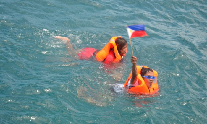 Swimmers Mariel Ipan and Andresito Villato heading to plant the flag on Scarborough Shoal, on June 13, 2016, in the West Philippine Sea.. (Kalayann Atin Ito)