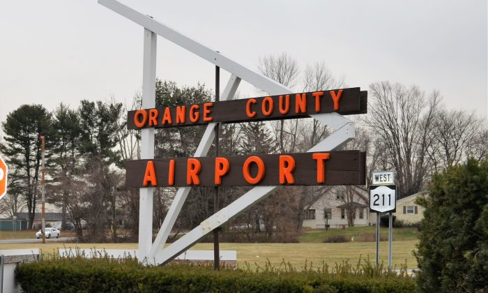 Entrance to the Orange County Airport in Montgomery on Jan. 16, 2016. (Yvonne Marcotte/Epoch Times)