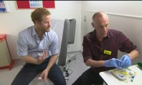 Video: Prince Harry Gets HIV Test in London Clinic on Live Broadcast