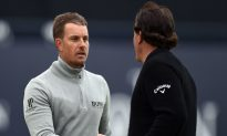 Sunday 'Mano A Mano' For the Claret Jug: Stenson Leads Mickelson By One in The Open