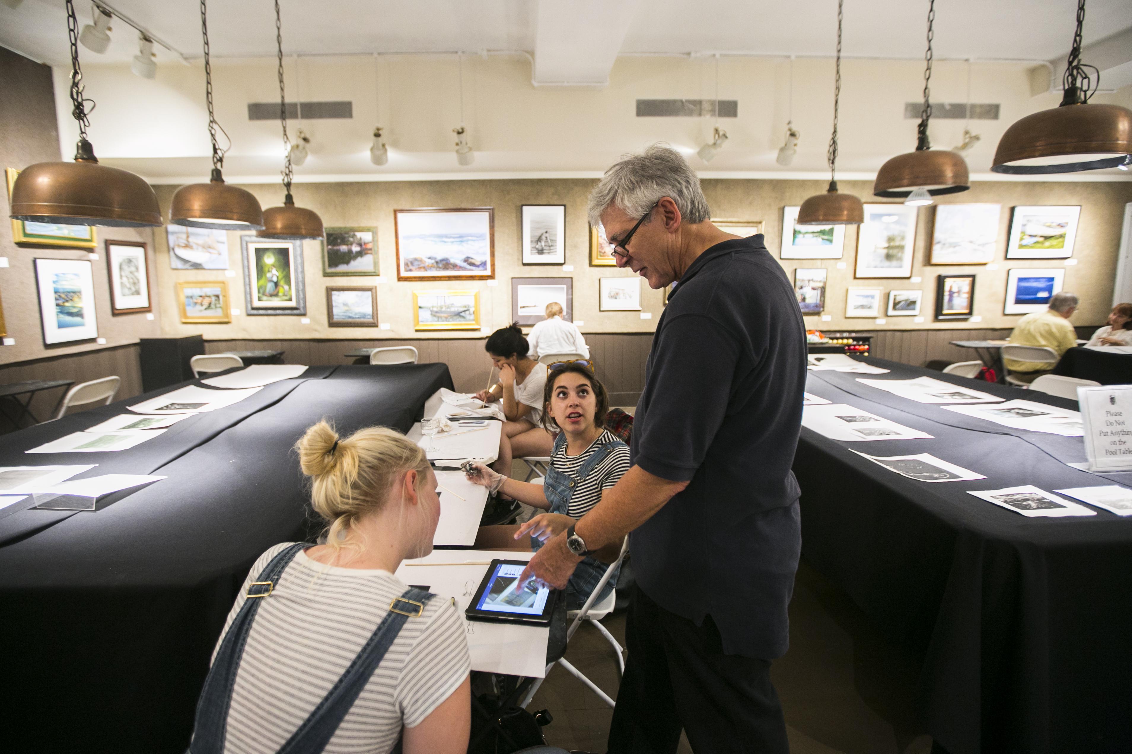 Salmagundi Club President, Robert W. Pillsbury hosts the club's monthly Monotype Party at the Salmagundi Club in Greenwich Village, New York on July 12, 2016. (Samira Bouaou/Epoch Times)