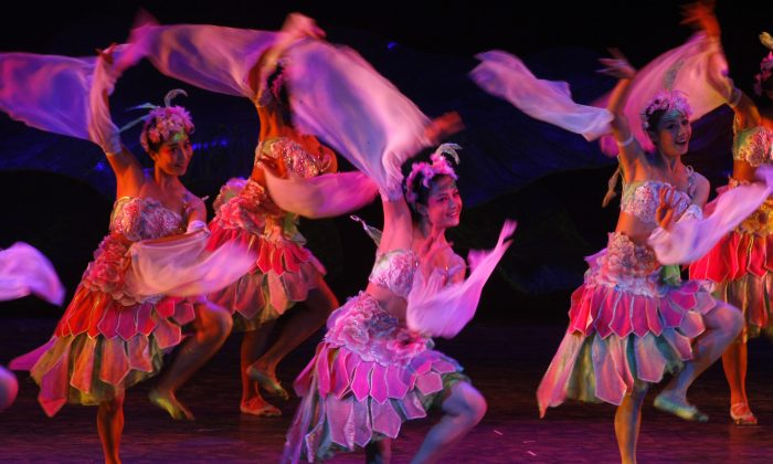Actresses perform in the dance musical 'Peony Pavilion' on November 27, 2008 in Chengdu of Sichcuan Province, China. The musical was jointly produced by the Battlefront Culture Troupe of the Political Department of Chinese People's Liberation Army Nanjing Military Region and Beijing's Dadu Sunshine Ensemble. (China Photos/Getty Images)