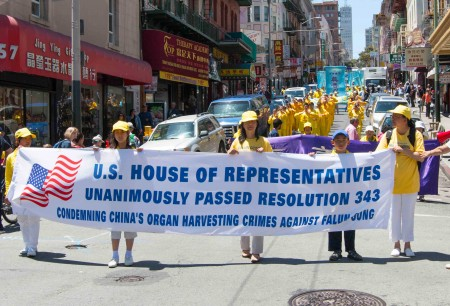 Falun Gong practitioners march in the anti-persecution parade in San Francisco on July 16. (Epoch Times)