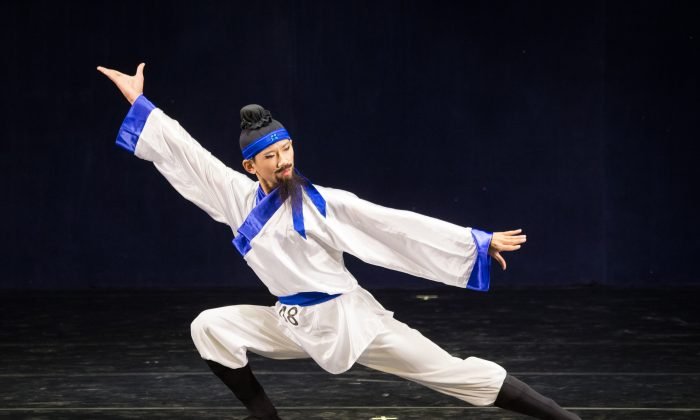 Weng Ziheng performs a dance piece at the New Tang Dynasty International Chinese Classical Dance Competition in Taiwan on Aug. 1, 2016. (Chen Bo-zhou/Epoch Times)