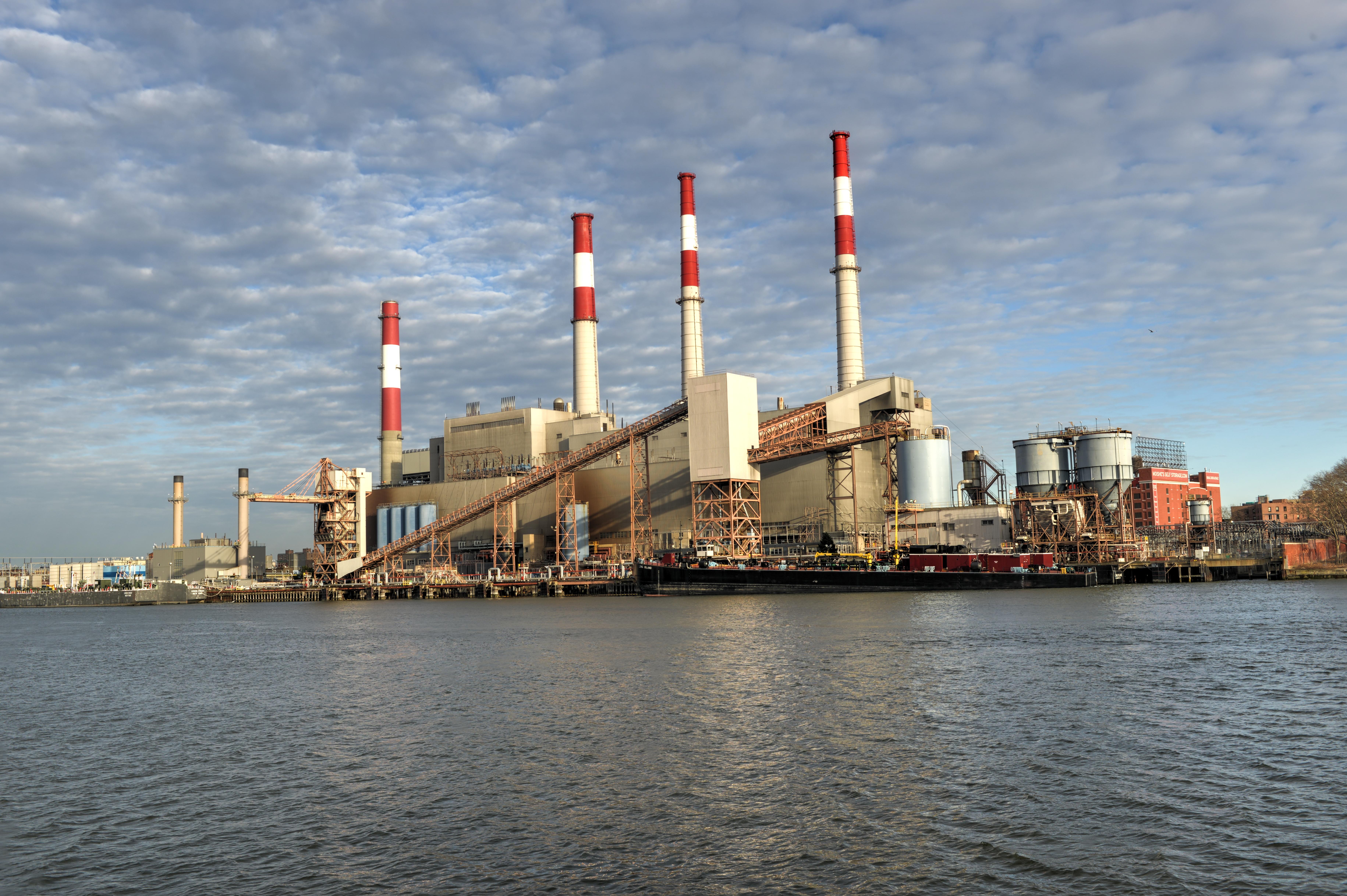 Ravenswood Generating Station in New York City. (Felix Lipov/Shutterstock)