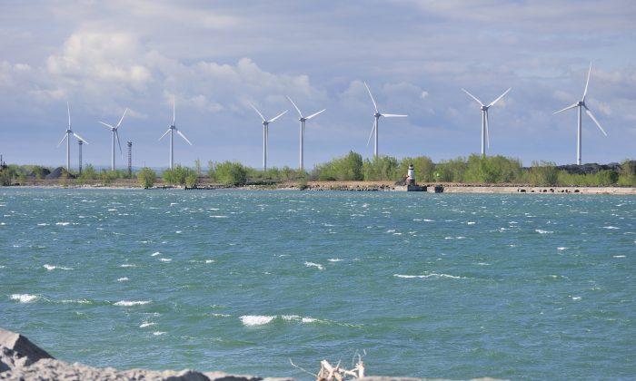 Windmills along the Lake Erie shoreline near Buffalo New York. (Bruce MacQueen/Shutterstock)