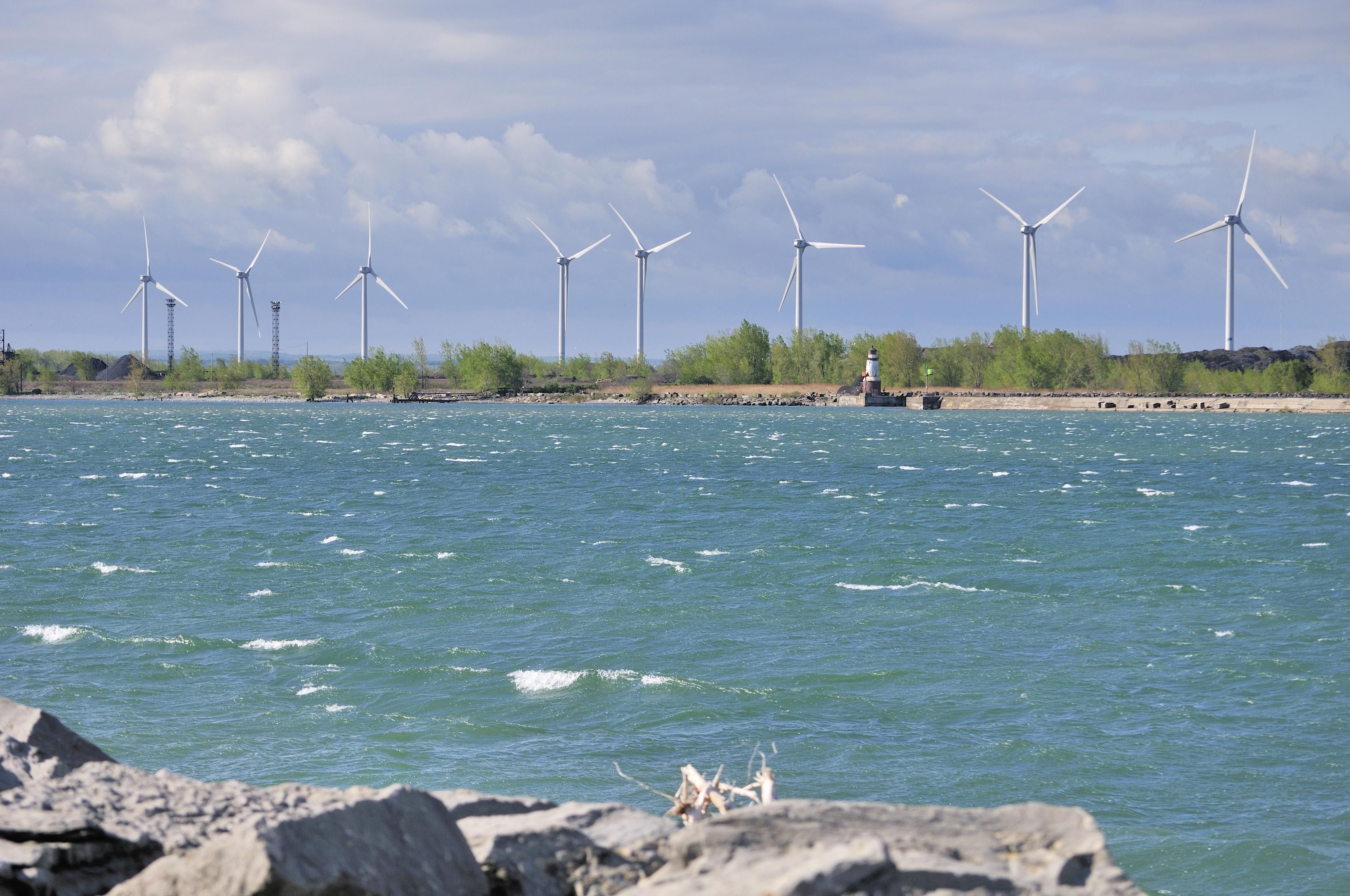 Windmills along the Lake Erie shoreline near Buffalo, New York. (Bruce MacQueen/Shutterstock)