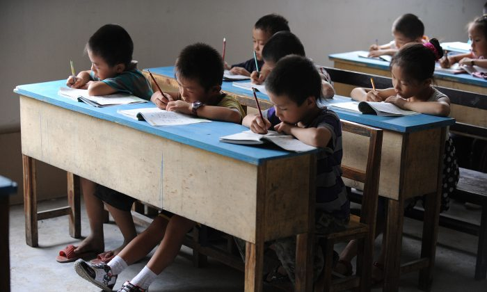 Chinese school children during lessons at a classroom in Hefei, east China's Anhui province on September 20, 2010. (STR/AFP/Getty Images)