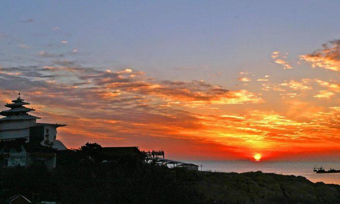 Beidaihe at sunset. (Internet photo)