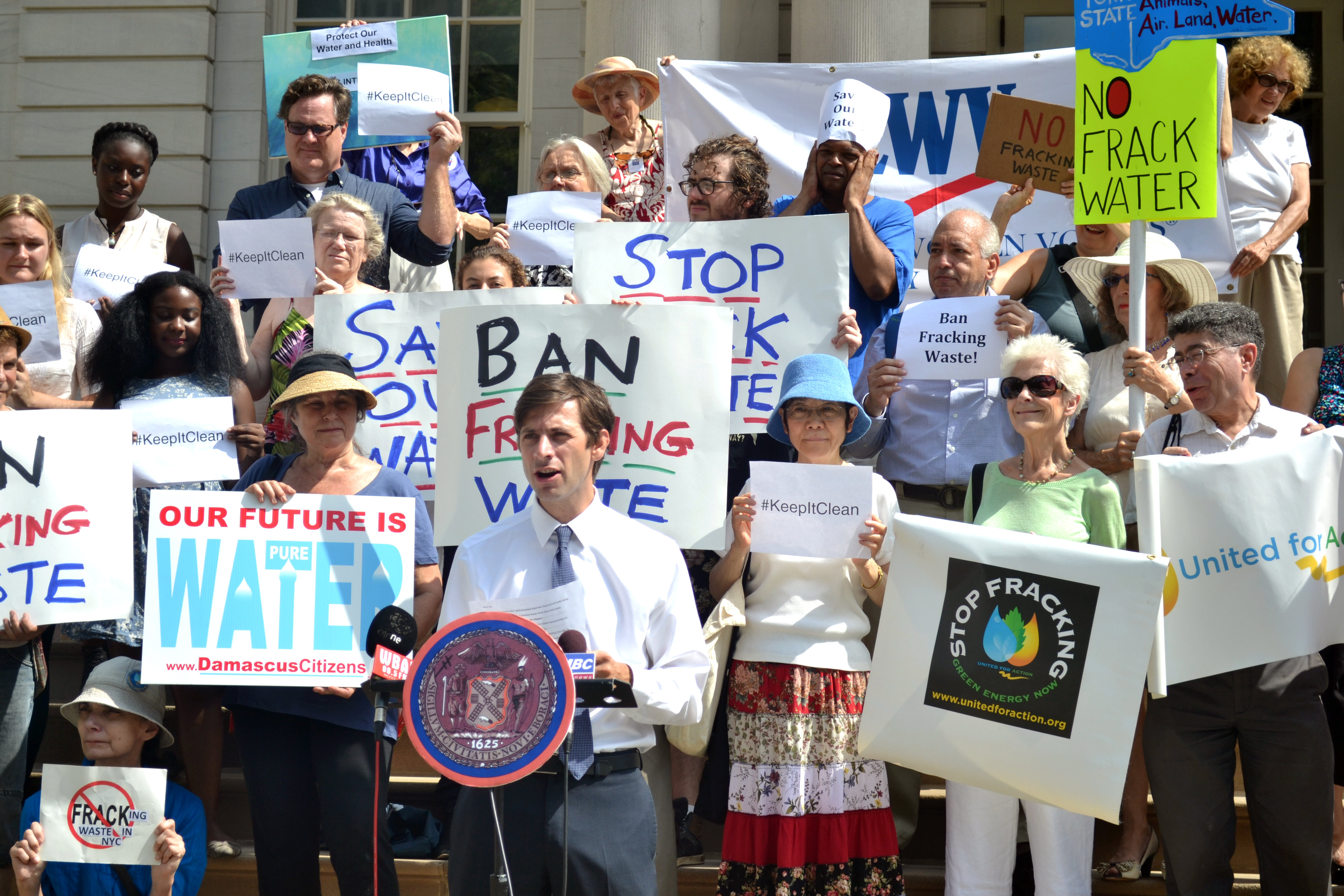 New York City Councilmember Stephen Levin, lead sponsor of Intro 446-A, speaks at a rally on the steps of City Hall in favor of the bill, which would ban hydraulic fracturing waste from New York City, on Aug. 16, 2016. (Courtesy of the Office of Councilmember Stephen Levin)