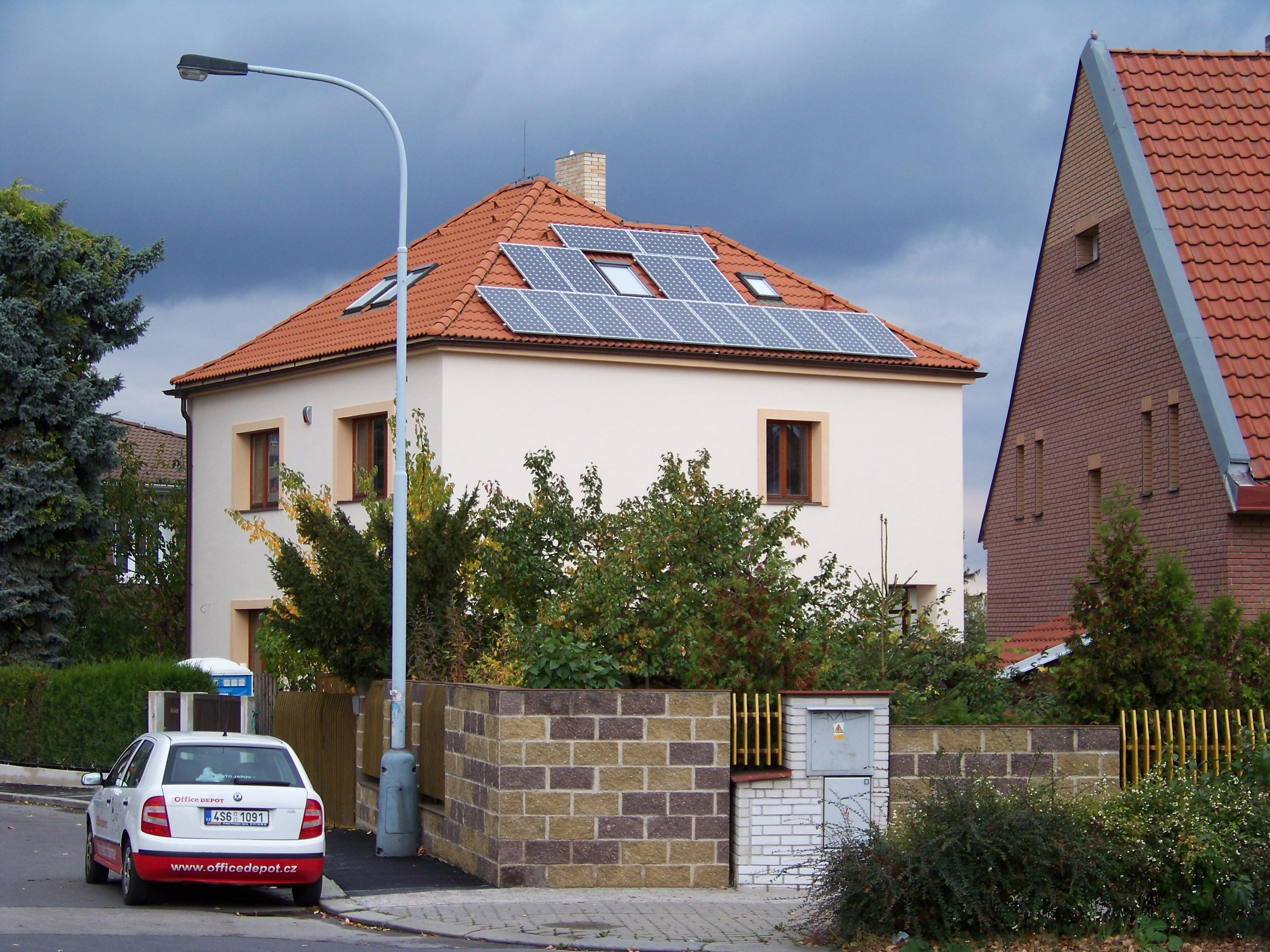 A house in Prague, Czech Republic, with solar panels. (cs:ŠJů/CC BY-SA)