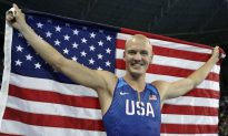 Rio 2016: American Pole Vaulter Stands at Attention During National Anthem