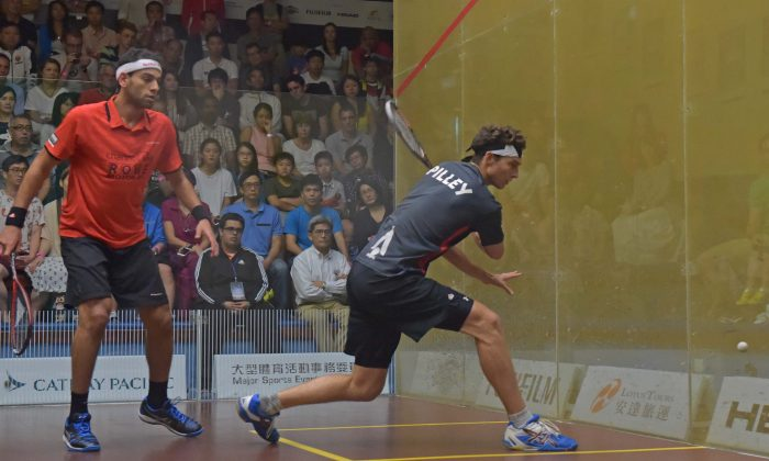 Cameron Pilley of Australia playing against the 2015 Champion, Mohamed Elshorbagy of Egypt, in the 2nd round of the Hong Kong Squash Open, on Aug 25, 2016. (Bill Cox/Epoch Times)