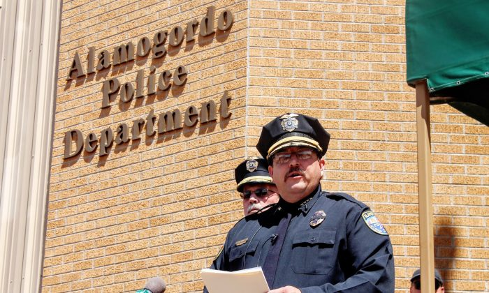 Alamogordo, N.M., Police Chief Daron Syling speaks at a press conference outside police headquarters on Sept. 2, 2016. (Jacqueline Devine/Alamogordo Daily News via AP)