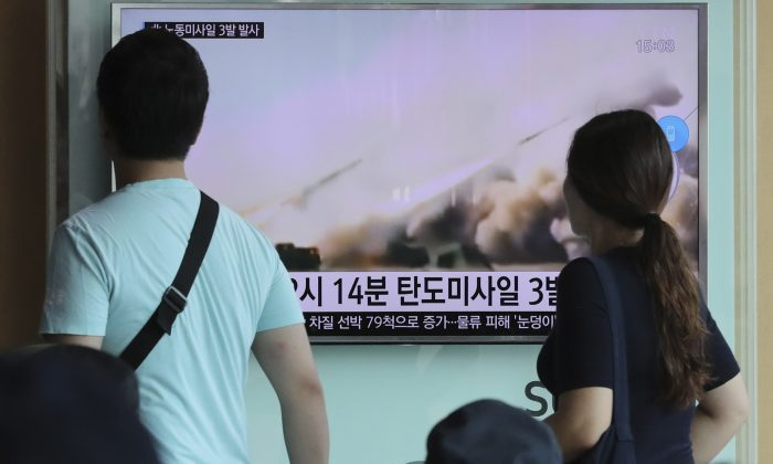 """People watch a TV news program reporting about North Korea's missile launch, at the Seoul Train Station in Seoul, South Korea, Monday, Sept. 5, 2016. North Korea fired three ballistic missiles off its east coast Monday, South Korea's military said, in a show of force timed to the G-20 economic summit in China. The letters on the screen read: """"North Korea fired three ballistic missiles."""" (AP Photo/Lee Jin-man)"""