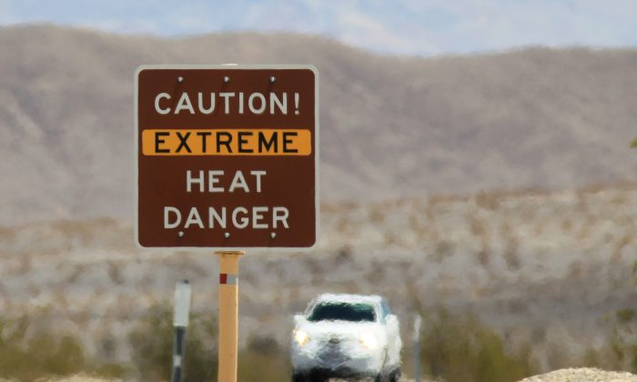 A heat danger warning sign in the Death Valley National Park, Calif. (David McNew/Getty Images)