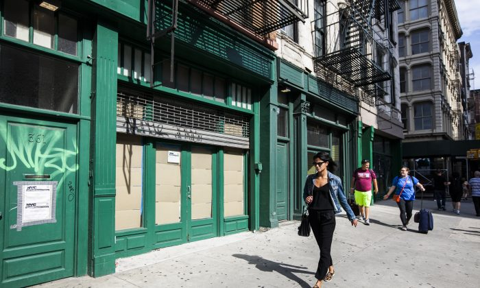 A store sits empty on Canal Street in SoHo, New York City, on Sept. 5, 2016. (Samira Bouaou/Epoch Times)