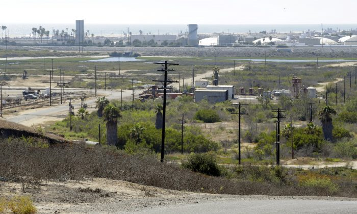 FILE - This Aug. 18, 2016 file photo shows Banning Ranch, including what remains of an oil-extraction operation, on what is believed to be the biggest piece of privately-owned vacant land on Southern California's coast in Newport Beach. The California Coastal Commission will hold a hearing in Newport Beach on Wednesday, Sept. 7, 2016, on the plan to build 895 homes, a 75-room hotel and retail complex on the 401-acre site long used for oil drilling. (AP Photo/Nick Ut, File)