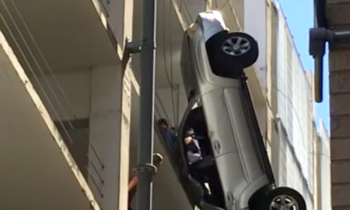 The dangling car in Austin, Texas (YouTube/screenshot)