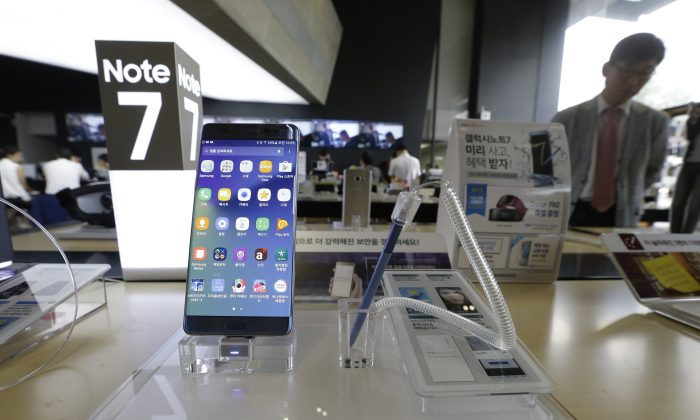 A Samsung Electronics' Galaxy Note 7 smartphone is displayed at the headquarters of South Korean mobile carrier KT in Seoul, South Korea, on Sept. 8, 2016. (AP Photo/Ahn Young-joon)
